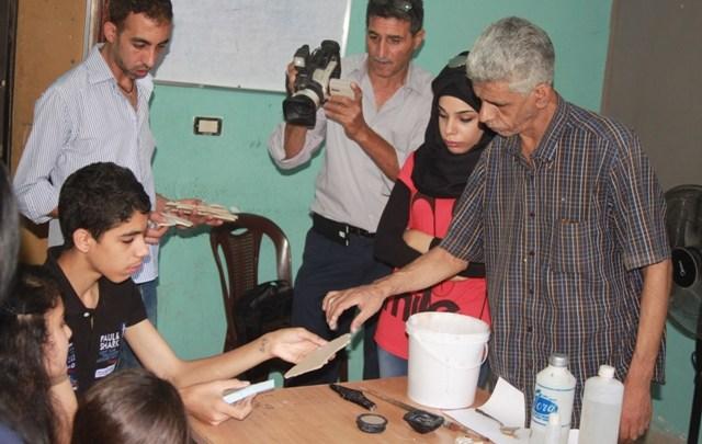 ناشط تنظم دورة حرفيات تدريبية لنادي بنات فلسطين