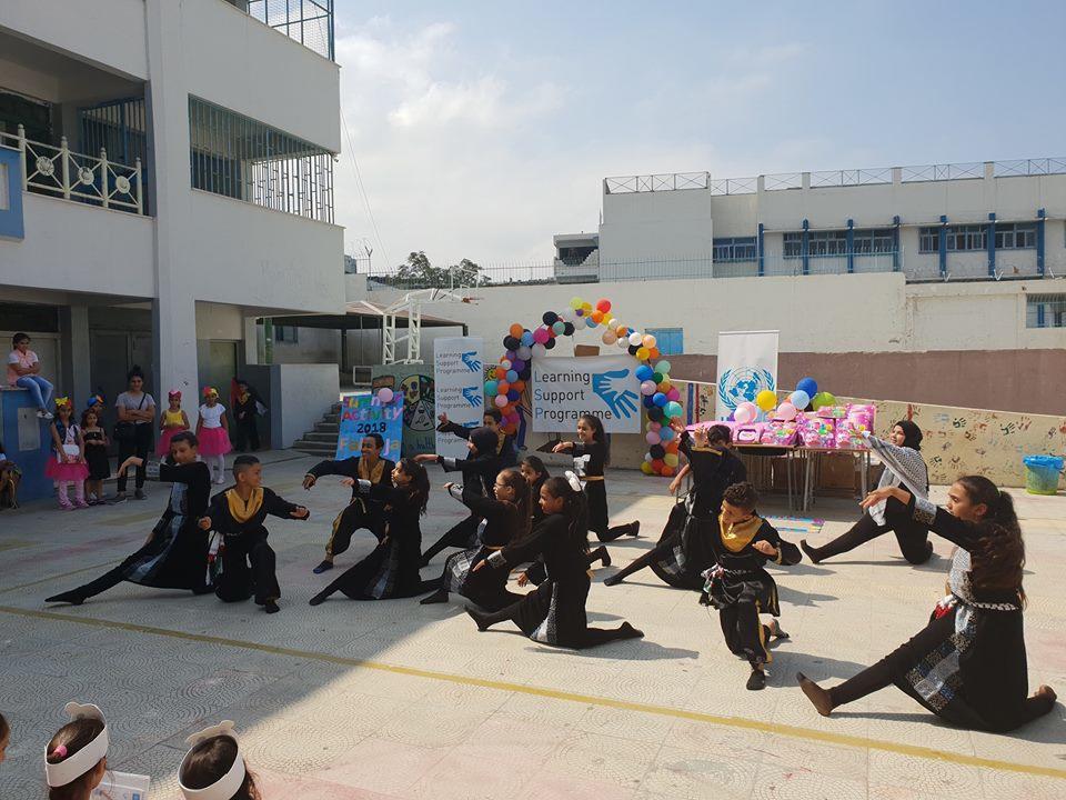 """""""فرقة الدبكة التابعة لجمعية ناشط تشارك مدارس الأونروا بإحتفال نهاية الدعم الدراسي الصيفي"""""""