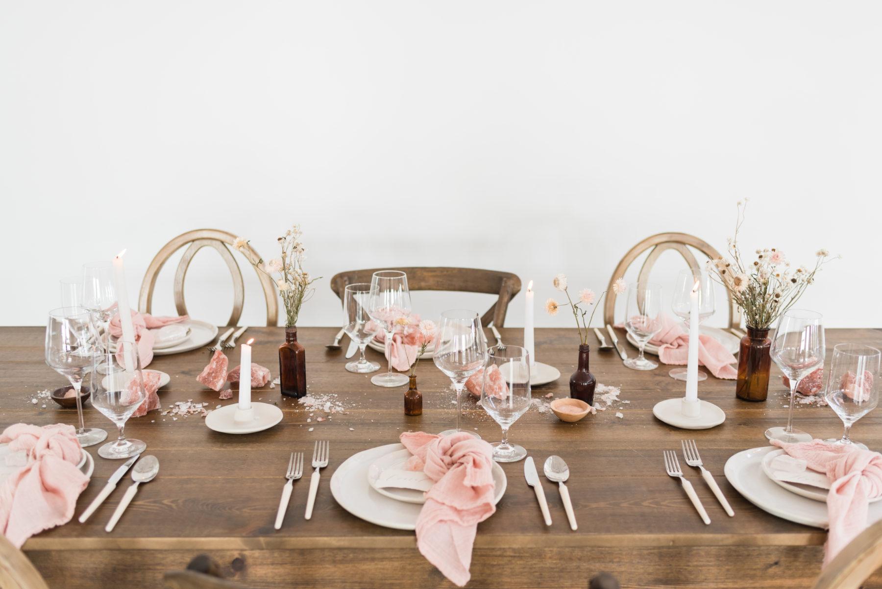 Natural Wedding Table Decor: Organic Blush Wedding Inspiration captured by Mandy Liz Photography