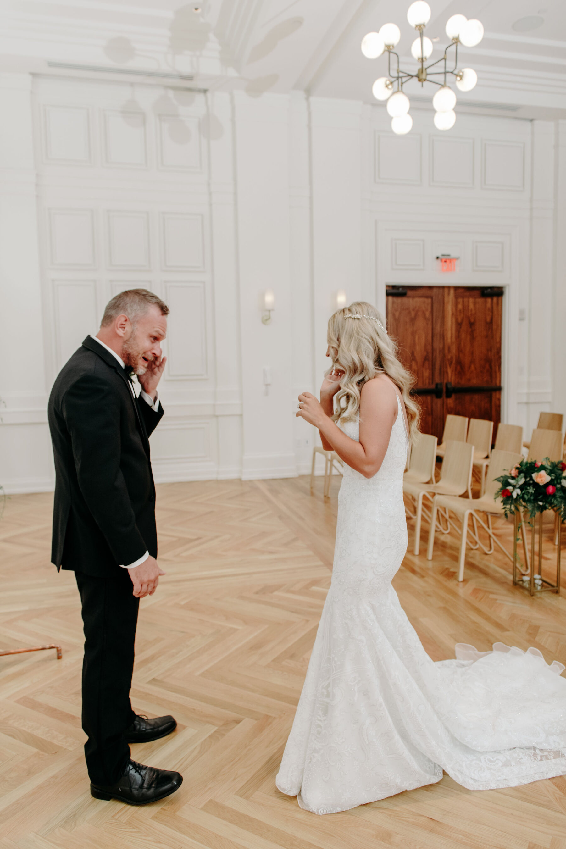 Wedding first look: Summer Tennessee Wedding at Noelle from Jayde J. Smith Events featured on Nashville Bride Guide