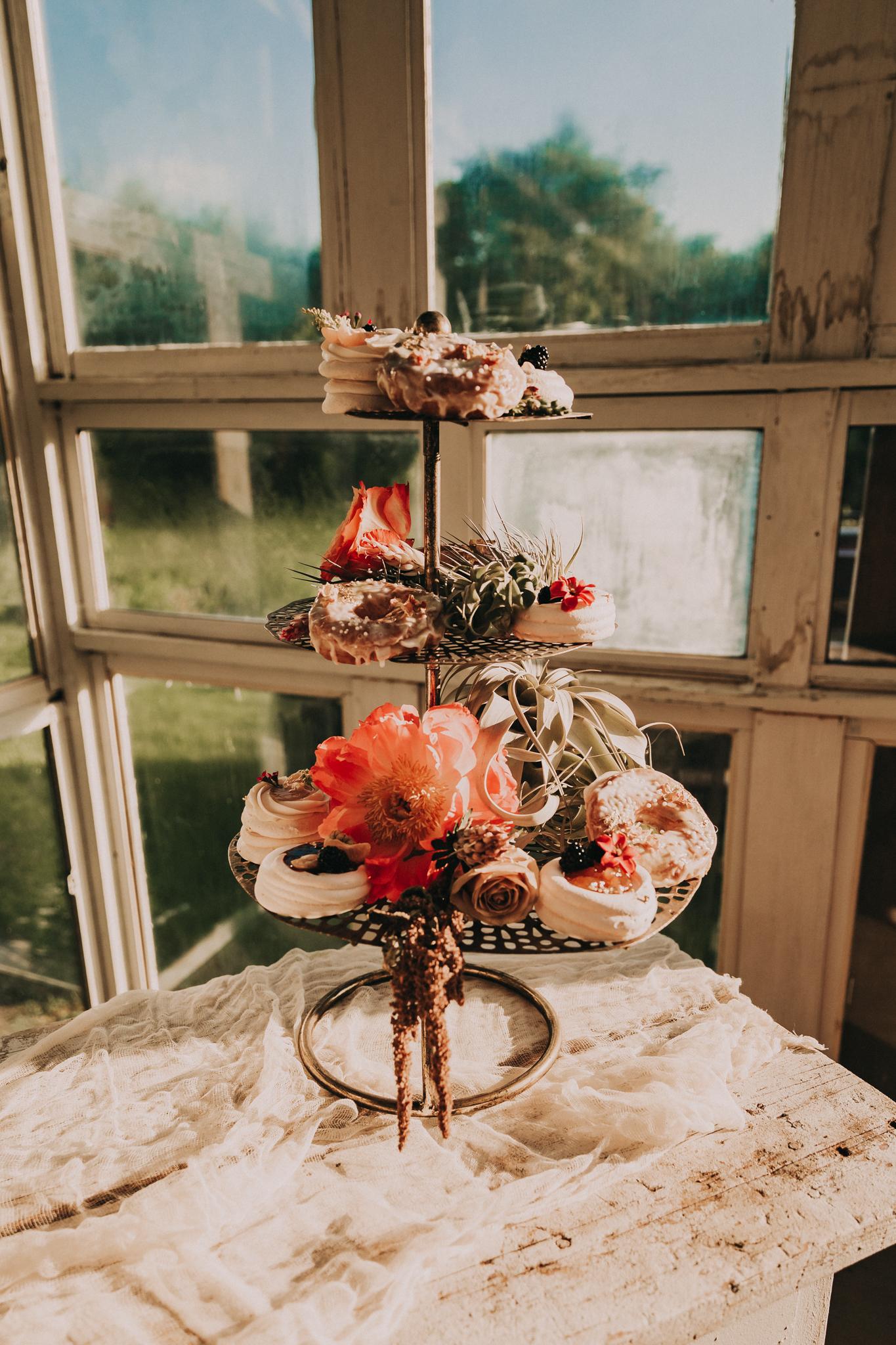 Dessert ideas: Flower Farm Styled Shoot by Billie-Shaye Style featured on Nashville Bride Guide