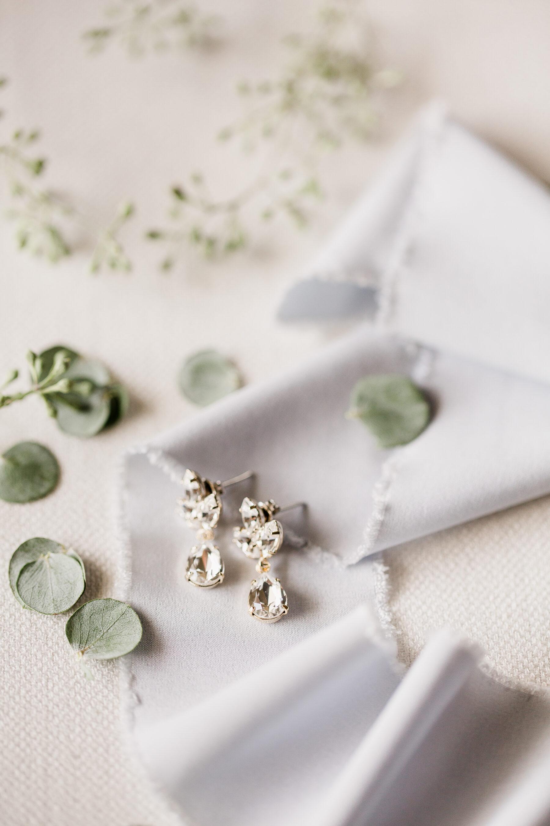 Tear drop wedding earrings   Nashville Bride Guide