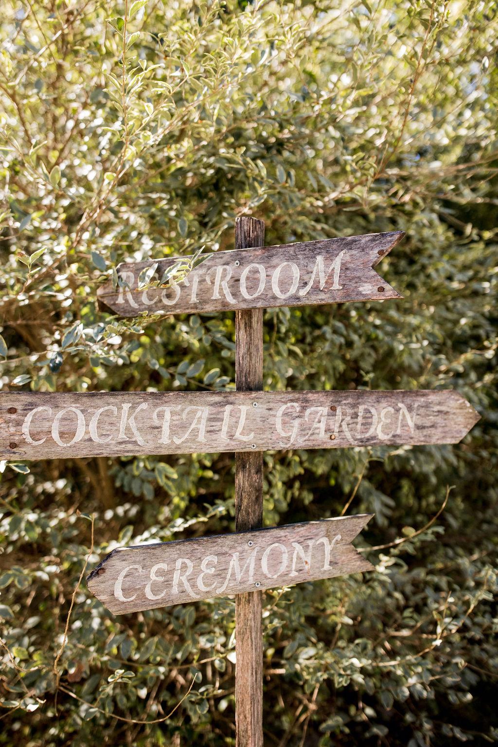 Wood wedding sign   Nashville Bride Guide