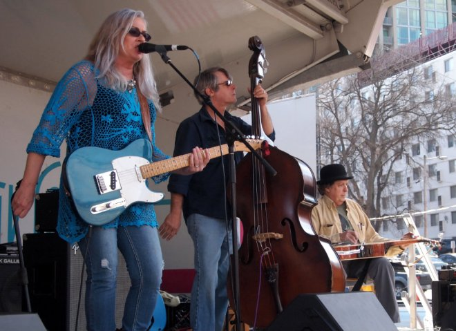 Amy Hart Mando Blues Soulshine Nashville Fringe Festival 04