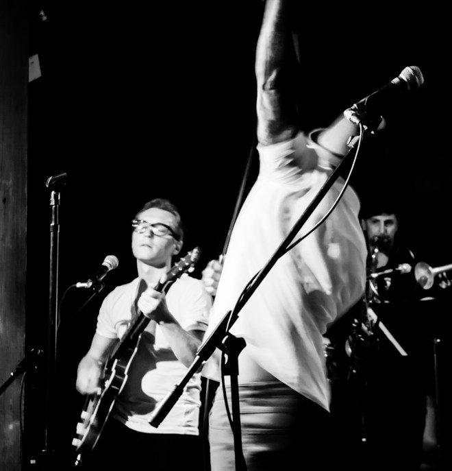 AJ & the Jiggawatts Mercy Lounge 2014 05