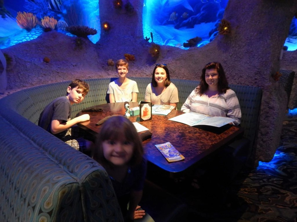 Aquarium Restaurant - eating lunch