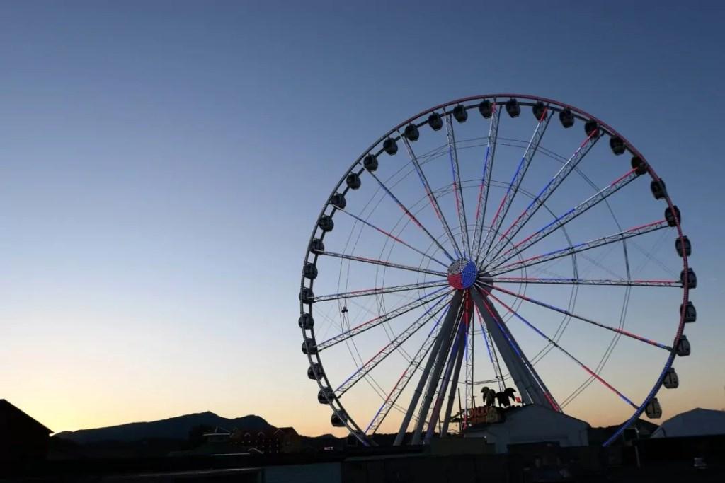 Margaritaville Island Hotel Pigeon Forge - Island Wheel at sunset