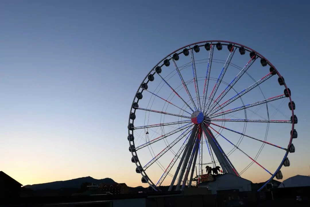Margaritaville Island Hotel Pigeon Forge - Island Wheel at sunset - The Island in Pigeon Forge