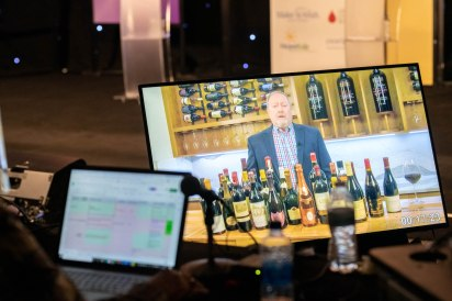 Nashville-Wine-Auctions-Live-Virtual-Auction-2020-by-Weatherly-Photography-201010-WRH_3238