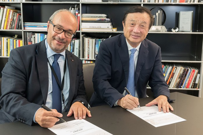 Ren Zhengfei, CEO of Huawei (right) and Dr. Andreas Kaufmann, majority shareholder and chairman of the advisory board of Leica Camera AG(left), signing the agreement on the establishment of the 'Max Berek Innovation Lab'