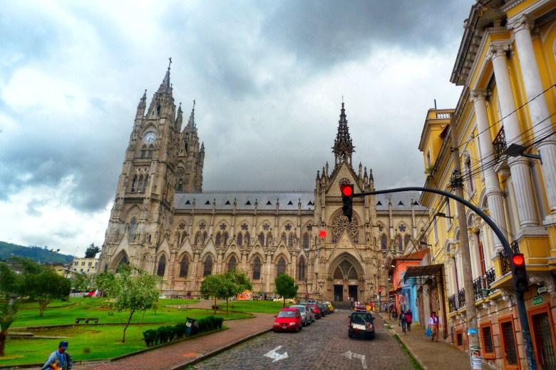 Basílica del Voto Nacional Quito Ecuador, dünyanın ortası ekvator, quito'da gezilecek yerler, güney amerika gezi planı, ekvador gezi rehberi, dünyanın ortası neresi, güney amerika gezilecek yerler,  quito gezi rehberi, nasil gezdim, güney amerika gezi planı