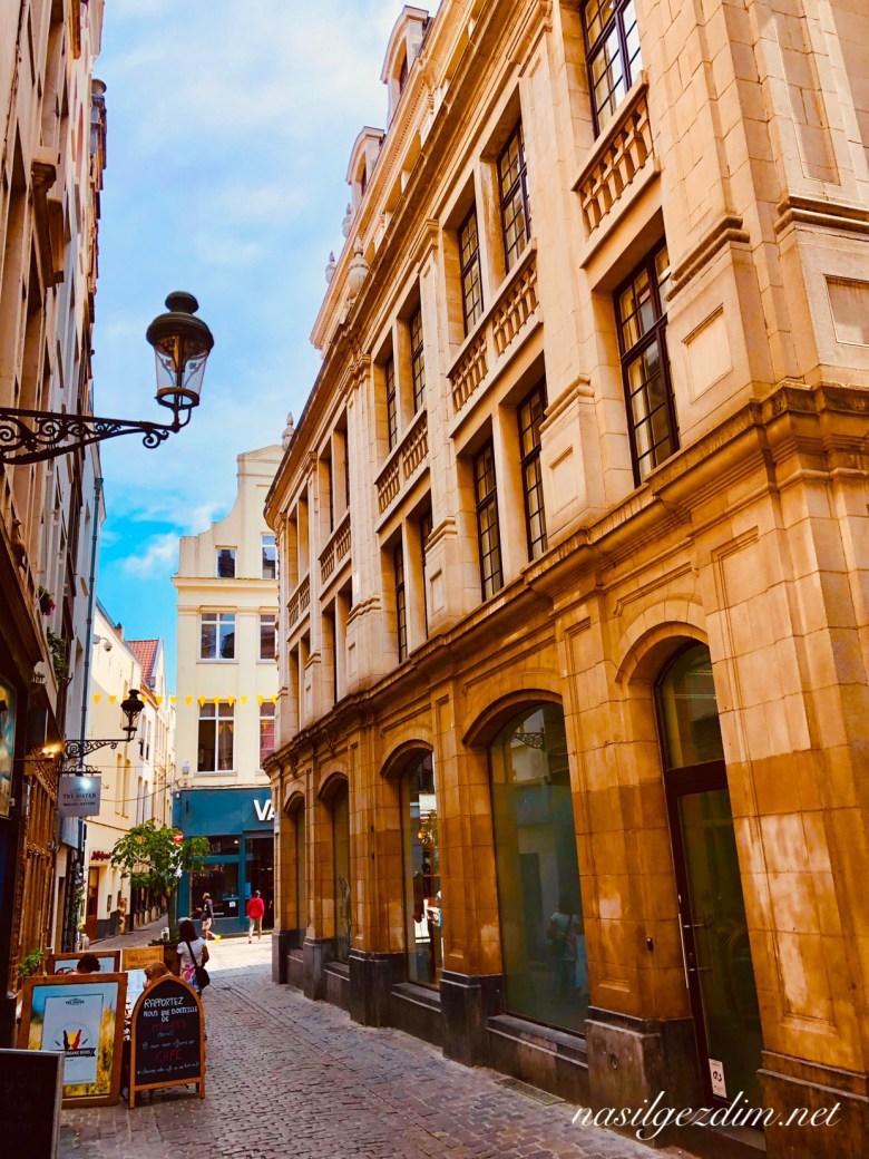 brüksel gezi rehberi, brüksel grand place, brüksel gezilecek yerler, nasilgezdim, brussels Rue des Bouchers, nasil gezdim