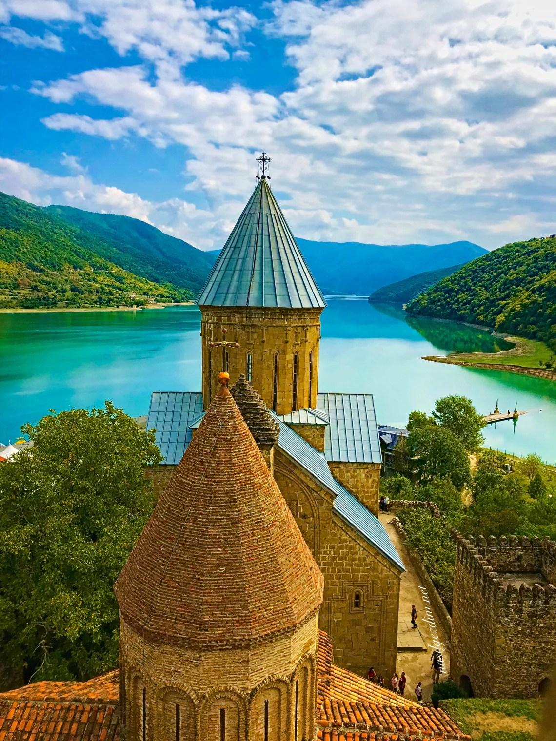 ananuri fortress, ananuri kalesi, tiflis gezi rehberi, tiflis gezilecek yerler, gürcistan gezilecek yerler, ananuri kalesi nerede