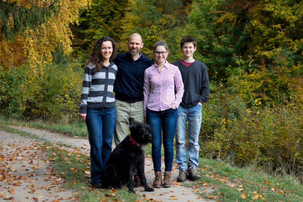 family-portrait-outdoor-2019