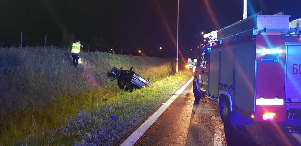 Wypadek na obwodnicy Śremu. Pijany kierowca dachował.