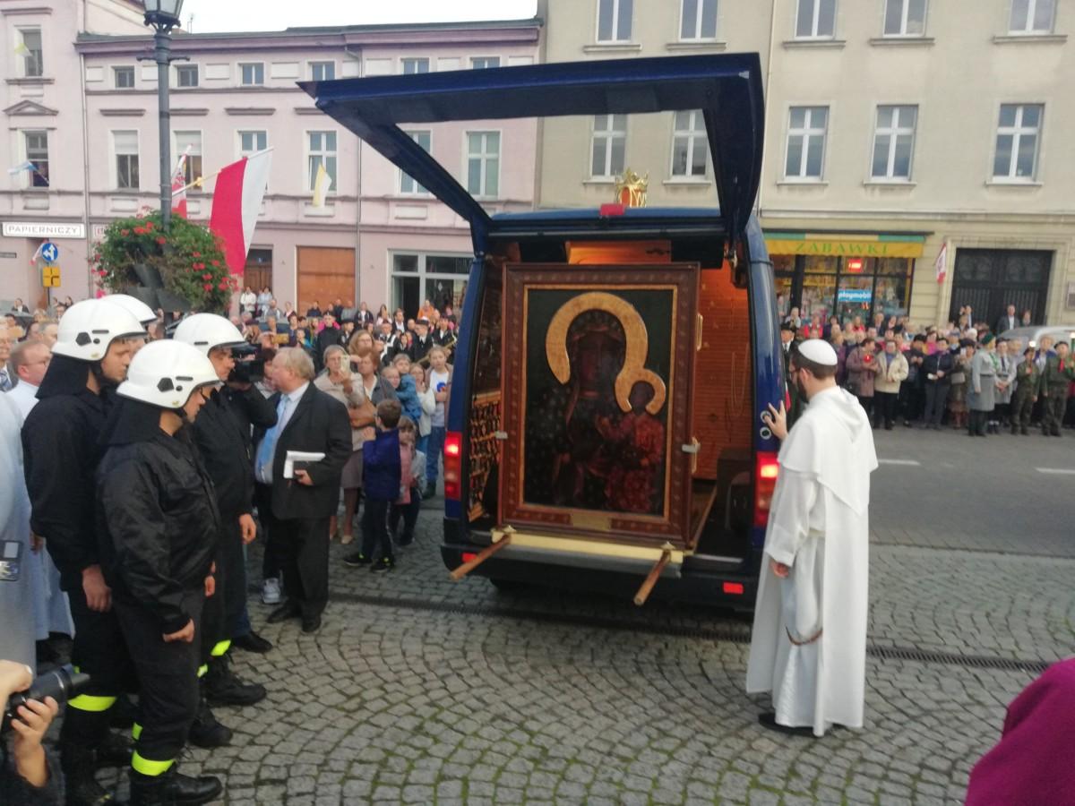Cudowny Wizerunek Matki Bożej Częstochowskiej przybył do Śremu