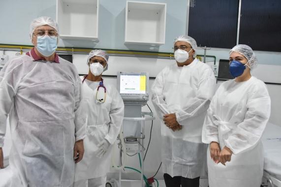 Prefeito visita Hospital dos Pescadores que passou a ser exclusivo para tratamento da COVID-19