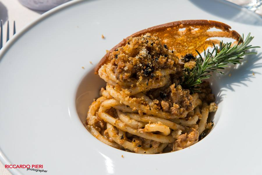 add typical Tuscan dished to your wedding menu, like pici with game ragout