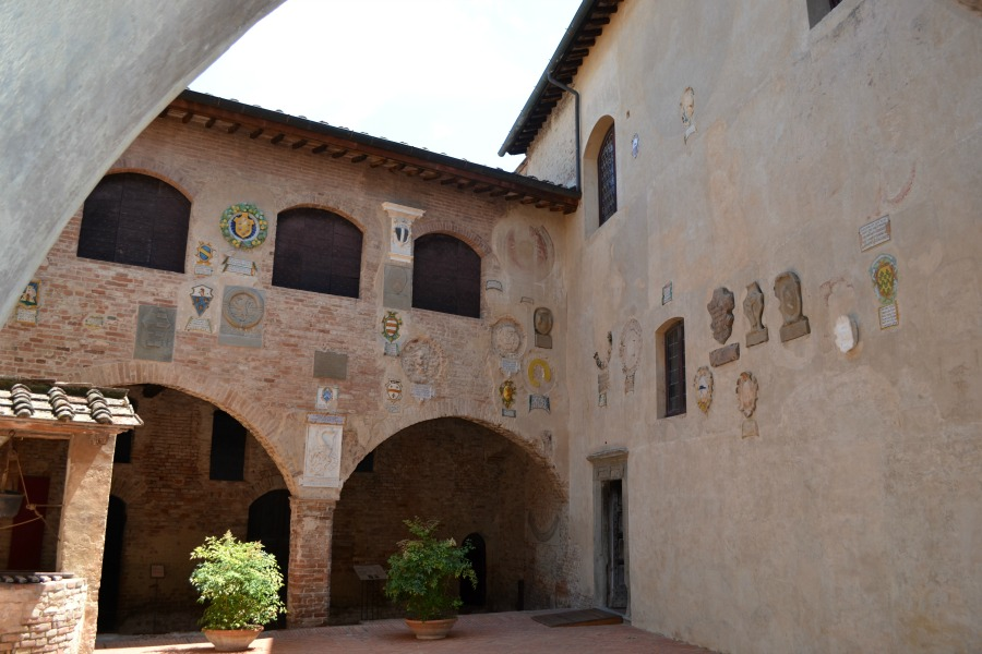 Certaldo Alro indoor courtyard with an open roof - an ideal place to hold a Summer wedding ceremony in Tuscany