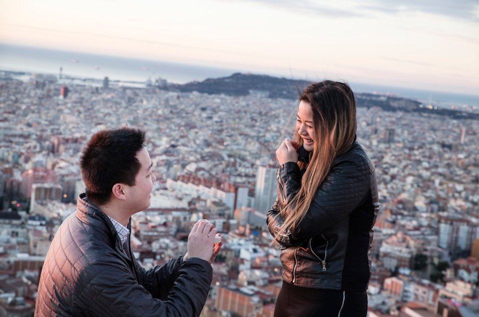 Marriage proposal at the Bunkers del Carmel in Barcelona