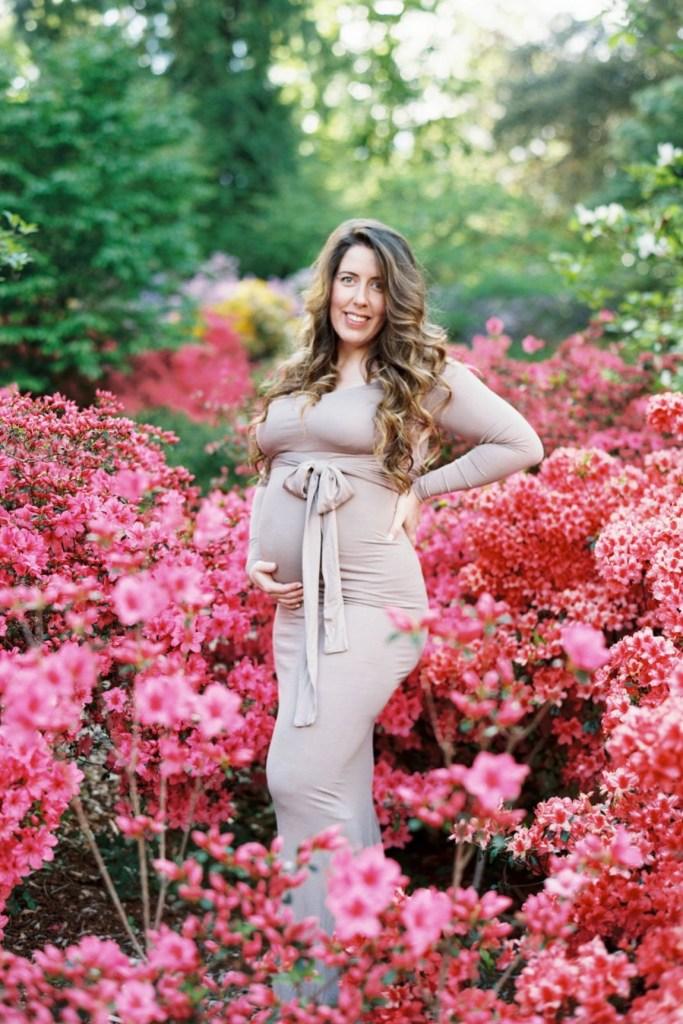 Seattle, WA maternity photos with azaleas at Washington Park Arboretum by Blue Rose Photography