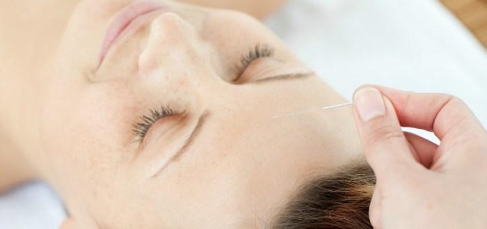 Bei der Akupunktur werden die Akupunkturpunkte bestimmten Körperregionen und Organen zugeordnet. Mit Hilfe der Akupunktur wird ein Reiz gesetzt, welcher den Energiefluss wieder in Gleichgewicht bzw. Balance bringen soll. Durch bestimmte Mechanismen wirkt die Akupunktur somit schmerzlindernd,entspannend und harmonisierend , so dass sich ein vielfältiges Anwendungsgebiet ergibt.
