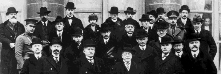 1919-02-01-Dos militares en la foto.png