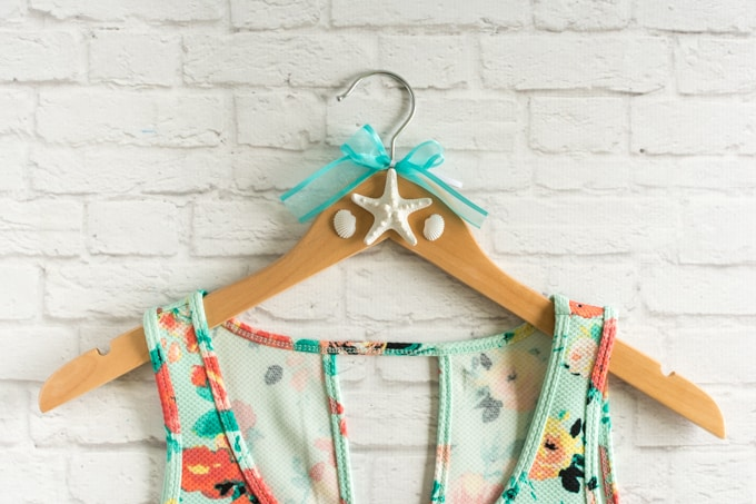 DIY beach wedding starfish hanger