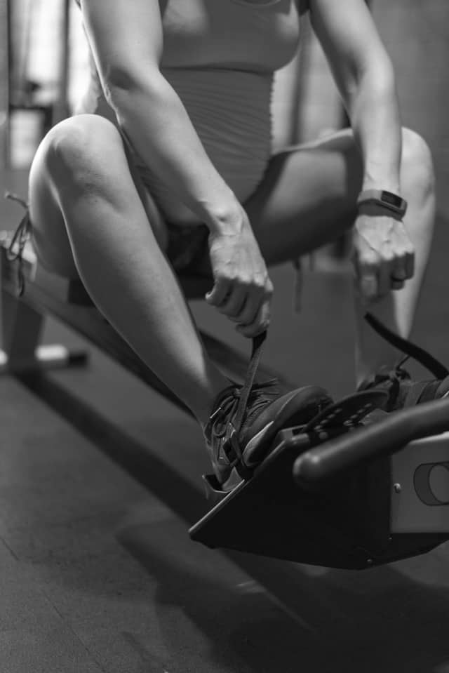 gym maternity photoshoot -strapping in on rower