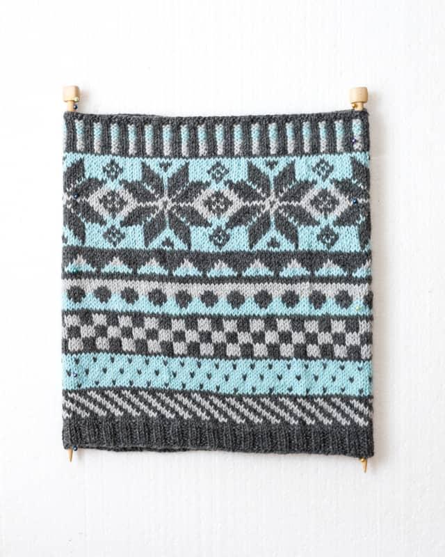 blocking a cowl on knitting needles