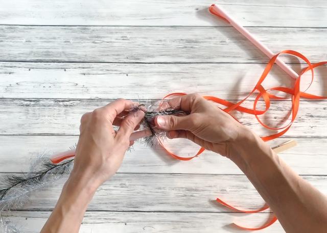 tie yarns to straw