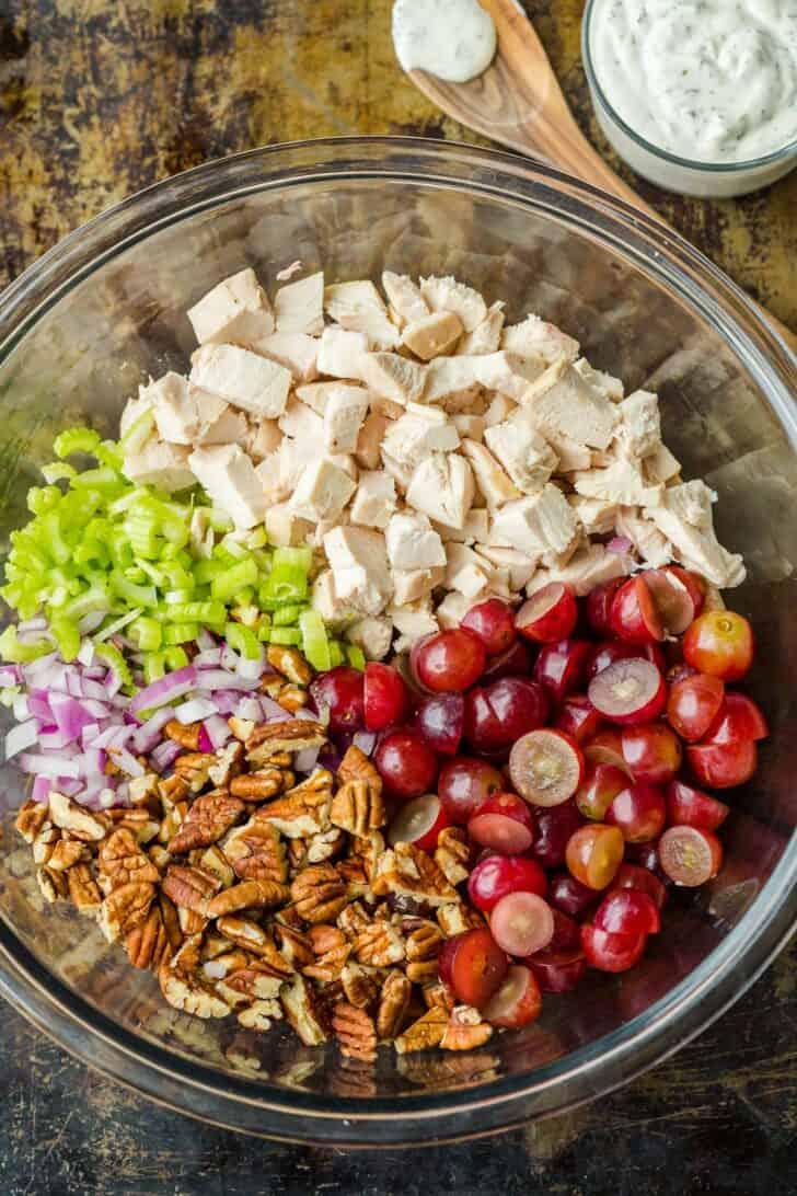 Prepare the chicken salad in a bowl