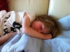 hij kan zo lief slapen