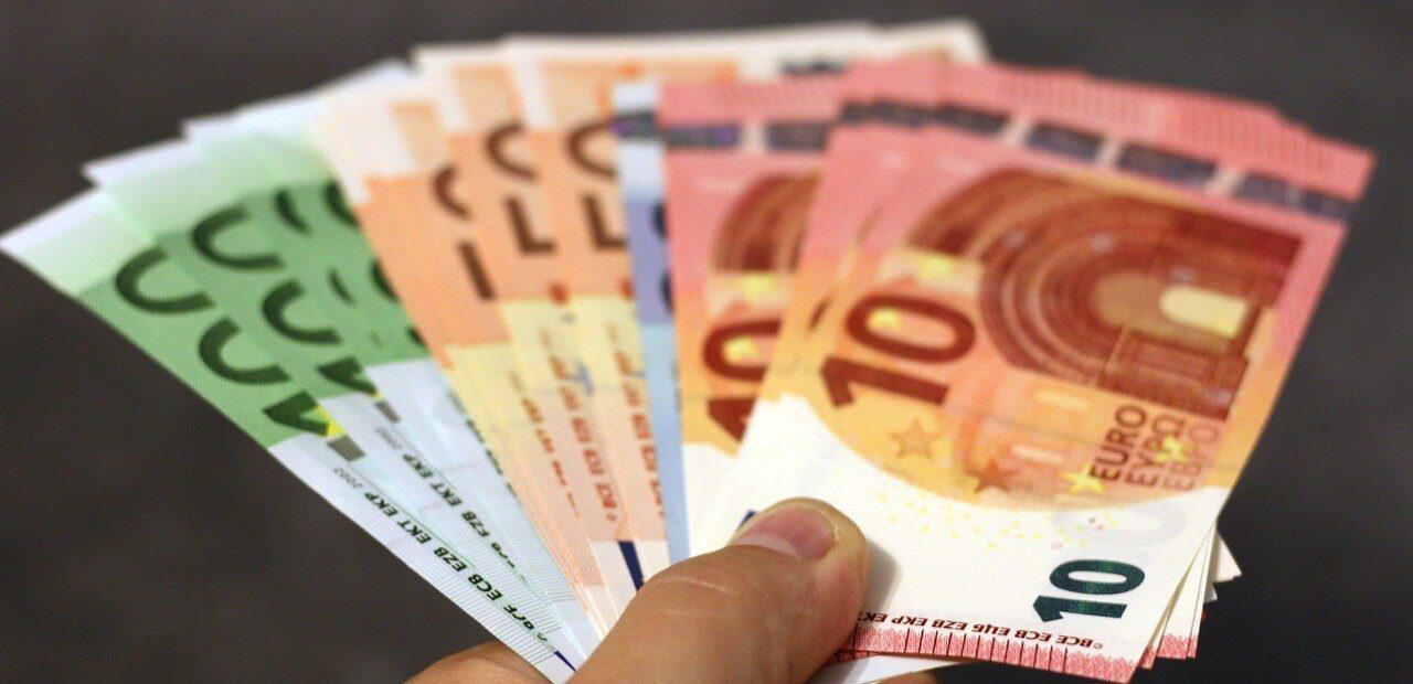 money-donations-euros