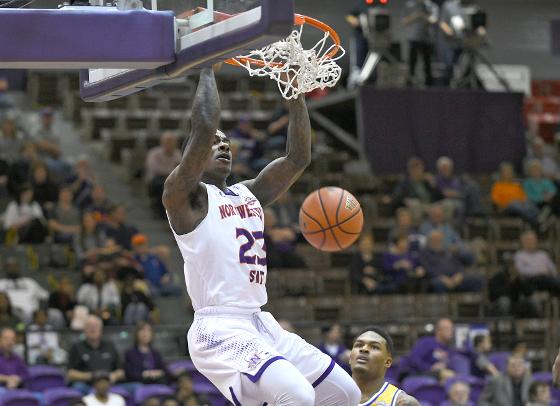 NSU-Zeek Woodley dunking