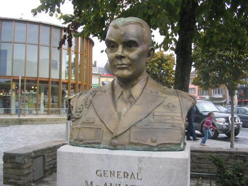 General_McAuliffe_Bastogne