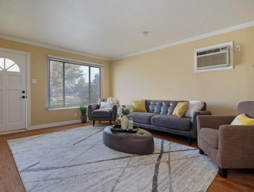 5 Living Room Toward Front