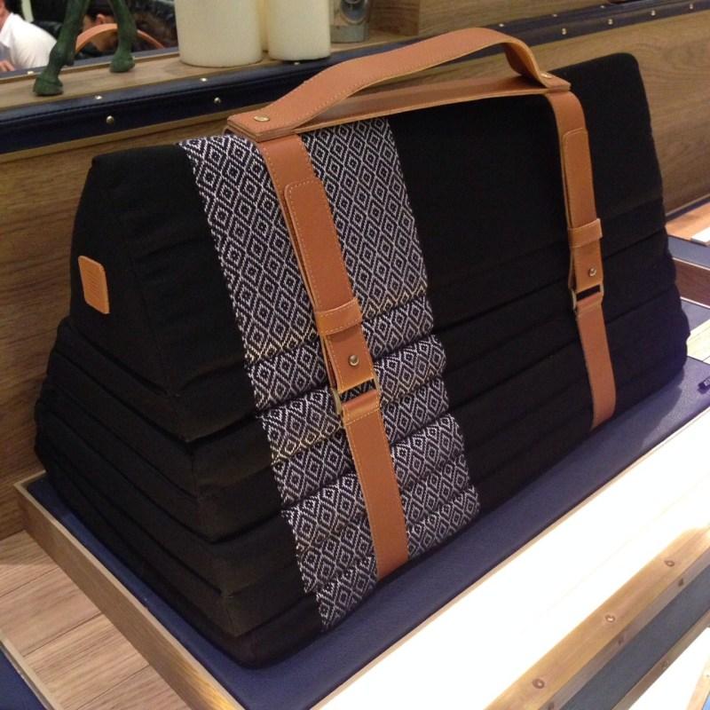 Sansiri Artisan Collection | ที่นอนสามเหลี่ยมผ้าทออีสานแบบพกพา (Portable Northeastern Fabric Foldable Mattress)