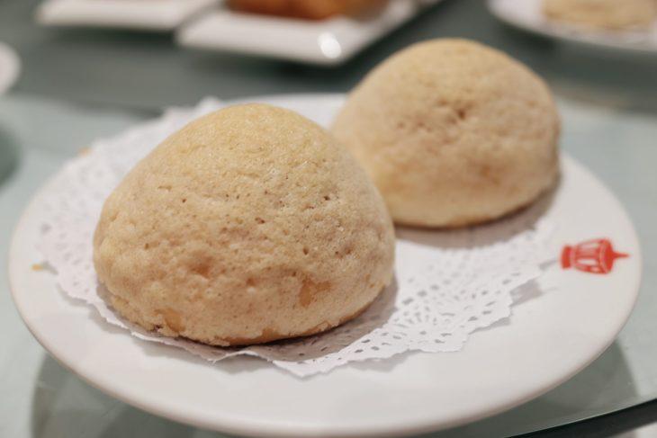 ซาลาเปาหมูแดงอบ Baked BBQ Kurobuta Bun (78 บาท)
