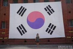 นี่ก็คือมุมที่อีฟตั้งใจจะมาถ่ายรูป 555 ถ่ายกับธงเกาหลีไซส์บิ๊ก