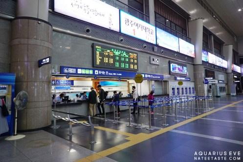 โถงสถานียงซานค่ะ ใหญ่โตไม่แพ้สถานีโซลเลย เริ่มจากซื้อตั๋วรถไฟที่นี่ก่อนนะคะ