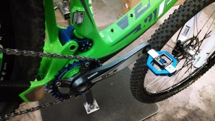 1x10 w/ SLX crank, Race Face narrow/wide 32 tooth, & crankbrothers candy pedals.