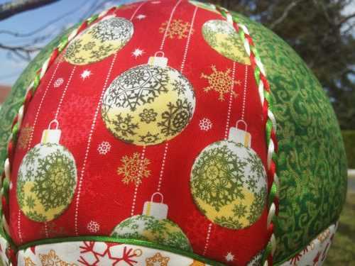 Tissu imprimé Boules de Noël Montgolfière de Décoration. Bayonne (64)