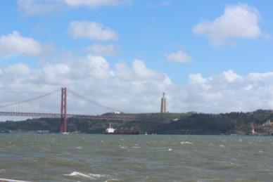 Le Pont du 25 Avril, 2300m et le Cristo Rei