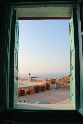 La mer Egée au loin