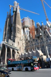 Sagrada Familia et le bus touristique