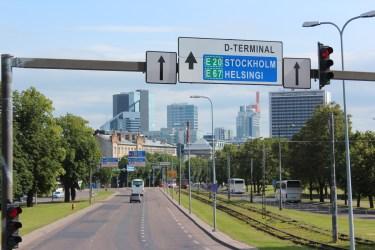 On peut aller en Suède et Finlande avec des ferries quotidiens...au loin, Tallinn qui se modernise