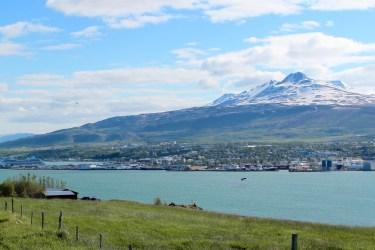 Akureyri au loin, 2ème ville du pays