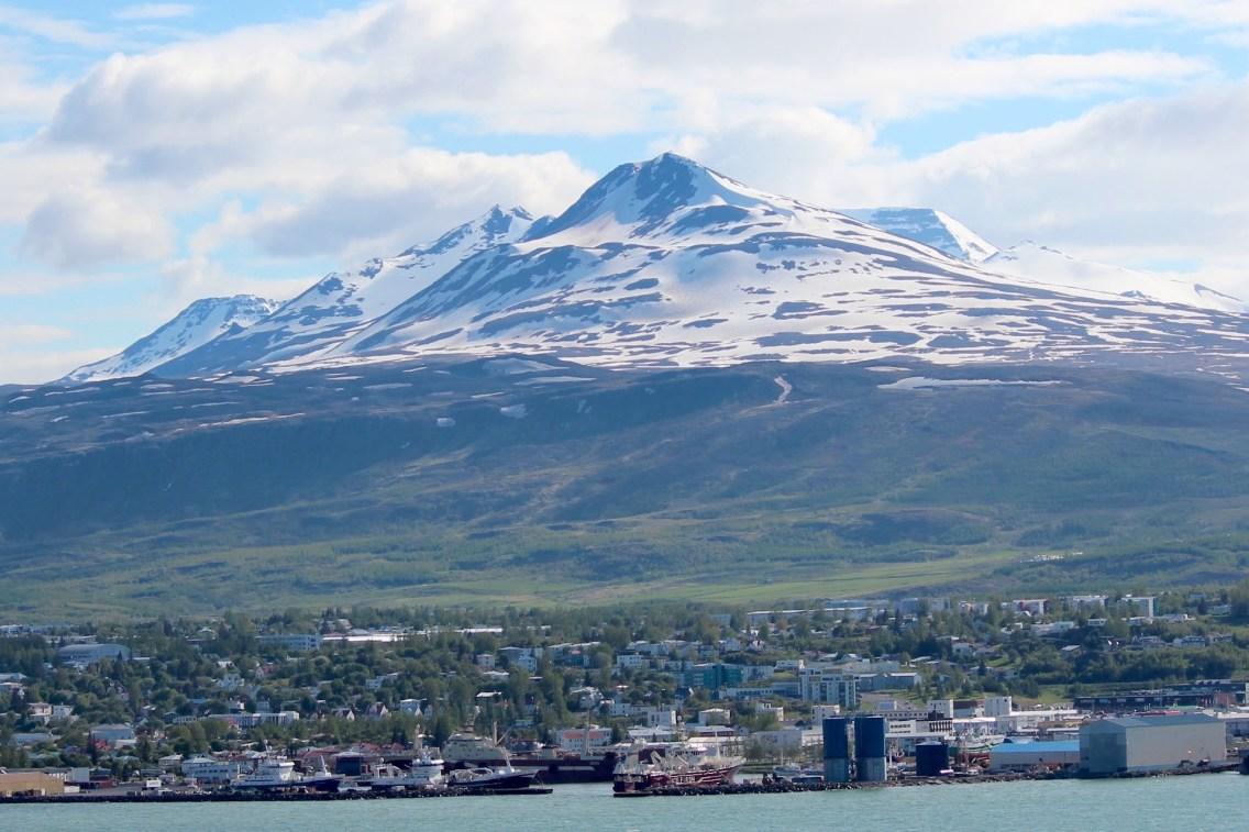 Akureyri de l'autre coté du fjord Eyafjördur