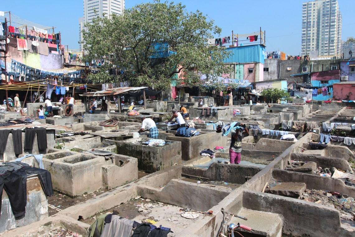 Washing laundry..2 millions de vestments lavés par jour